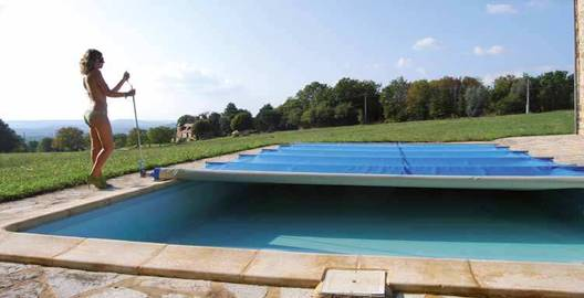 Baches et couvertures bleu piscine vente et pose de for Sangle enrouleur piscine