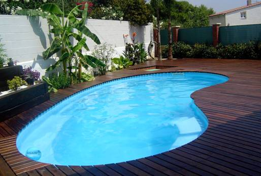 Pose terrasse bois bleu renov r novation de psicine h rault for Agencement piscine