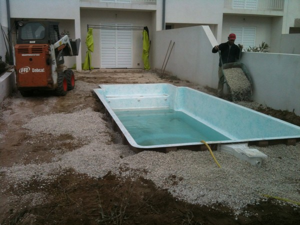 Etapes de suivi d 39 un chantier de piscine coque bleu for Pose piscine coque