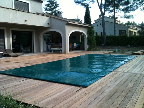 Couverture barres bleu piscine vente et pose de for Comparatif piscine coque ou beton